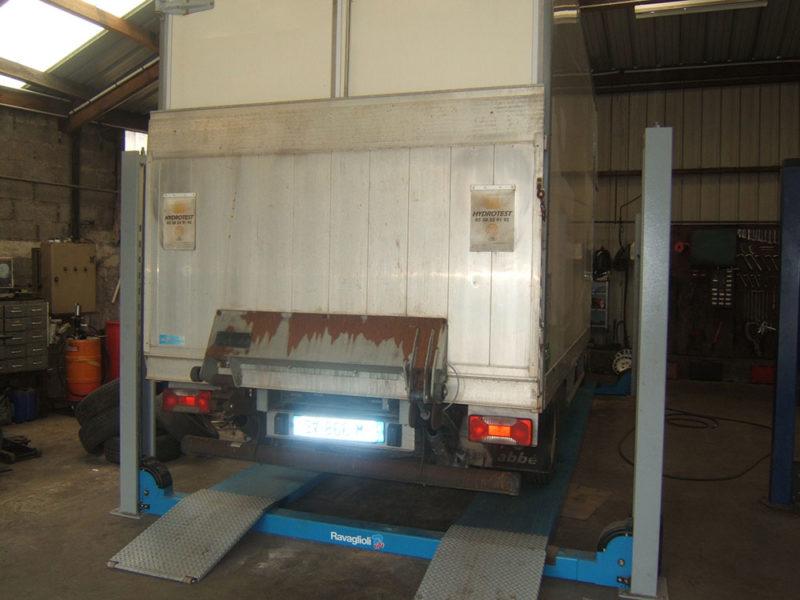 Réparation mécanique véhicules longs à la chapelle urée